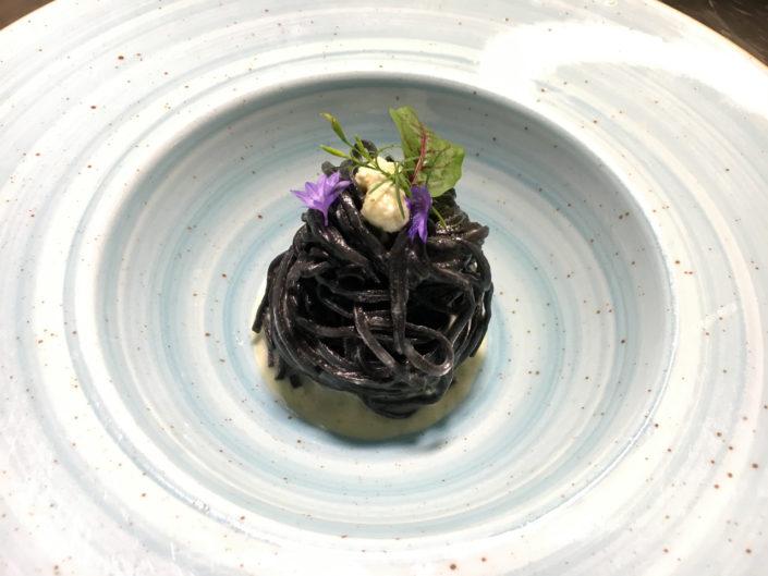 Matteo Marioli Foodphotography Brescia Tagliolini al carbone Chef Markus Holzer