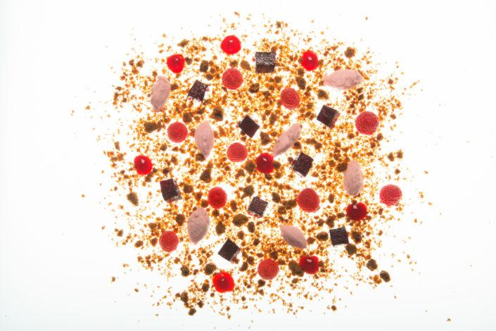 Matteo Marioli Foodphotography Brescia Studio di forme e colori sulla Variazione di Lamponi, Mentuccia Candita, Brisèe Sbriciolata Chef Cerveni
